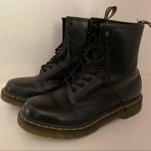 Dr. Marten Iconic black combat boot